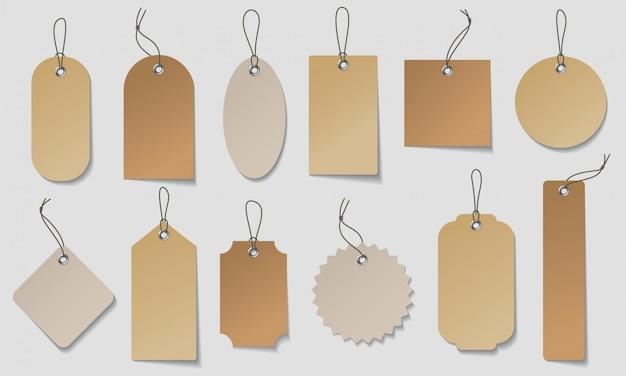 Ensemble d'étiquette de prix réaliste. fabriquez des étiquettes organiques en papier blanc et brun de différentes formes.