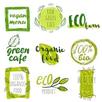 Ensemble d'étiquettes d'aliments biologiques dessinés à la main