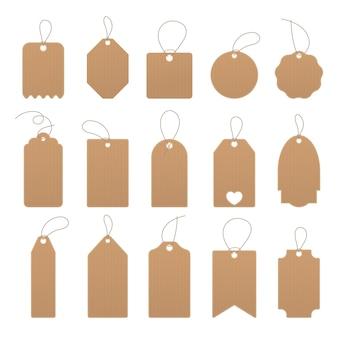 Ensemble d'étiquettes de prix vides ou d'autocollants de remise. conception de cartes pour les remises et les cadeaux. étiquettes biologiques vierges. étiquettes de prix en carton et papier sur la corde. illustration vectorielle.