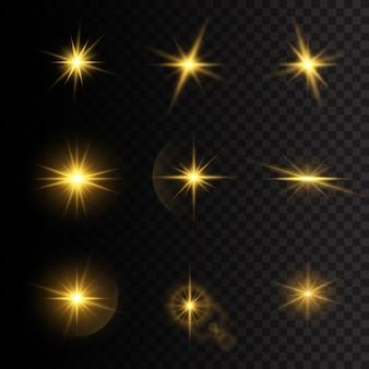 Ensemble d'étoiles éclatées avec éclat. étoiles de lumières rougeoyantes jaunes. un éclair de soleil avec des rayons et des projecteurs. effet spécial isolé sur fond transparent.