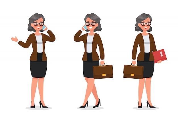 Ensemble de femme d'affaires travaillant dans le jeu de caractères de bureau