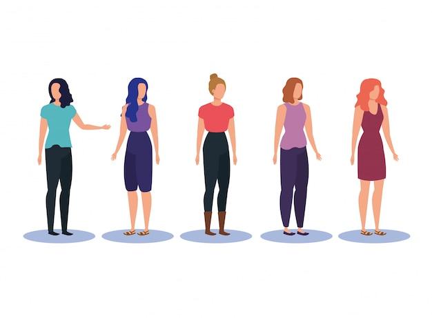 Ensemble de femmes de la mode avec des vêtements décontractés et une coiffure