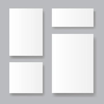 Ensemble de feuilles de papier réalistes sur gris