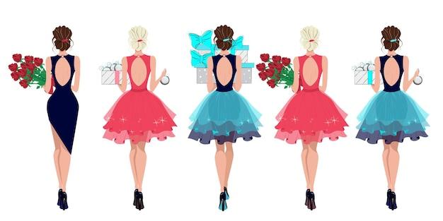 Ensemble de filles à la mode avec des cadeaux et des fleurs dans leurs mains mesdames en robes de soirée belles