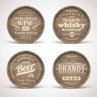 Ensemble de fûts en bois avec des emblèmes de boissons alcoolisées - illustration.