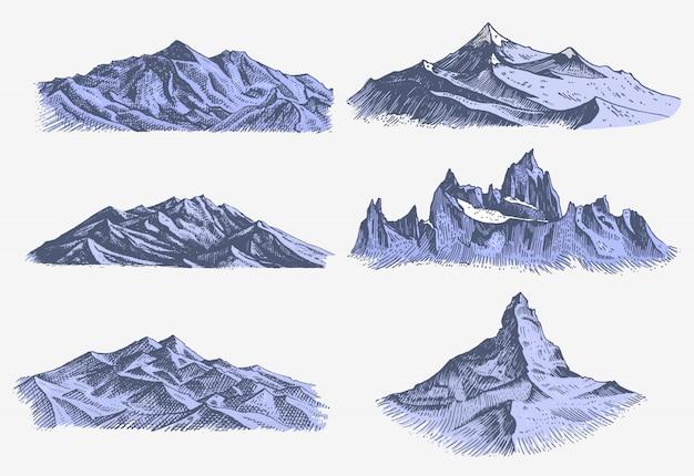 Ensemble de gravure ancienne et vintage avec des pics de montagnes en style croquis à la main différentes versions et couleurs