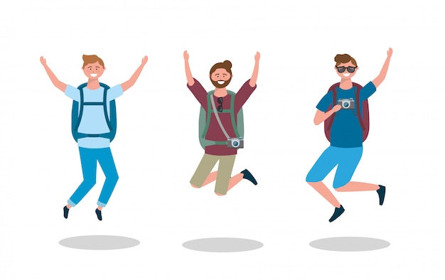 Ensemble d'hommes heureux sautant avec sac à dos et appareil photo