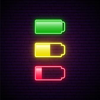 Ensemble d'icône néon de batterie faible et pleine.