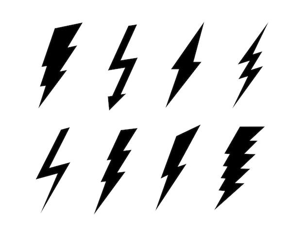Ensemble d'icônes de foudre plat. signes noirs de vecteur. collection de symboles de boulon isolé sur fond blanc.