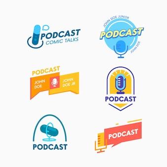 Ensemble d'icônes podcast, pourparlers comiques. bannières ou étiquettes pour la diffusion en ligne. emblèmes de programme audio avec microphone et bulles. livestream, logo isolé de divertissement. illustration vectorielle