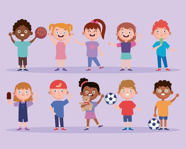 Ensemble interracial d'enfants