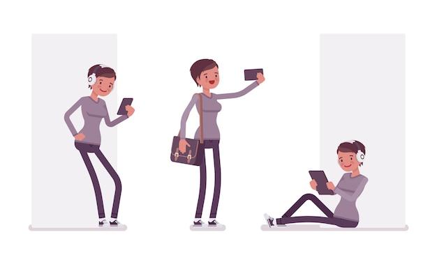 Ensemble de jeune femme avec des gadgets