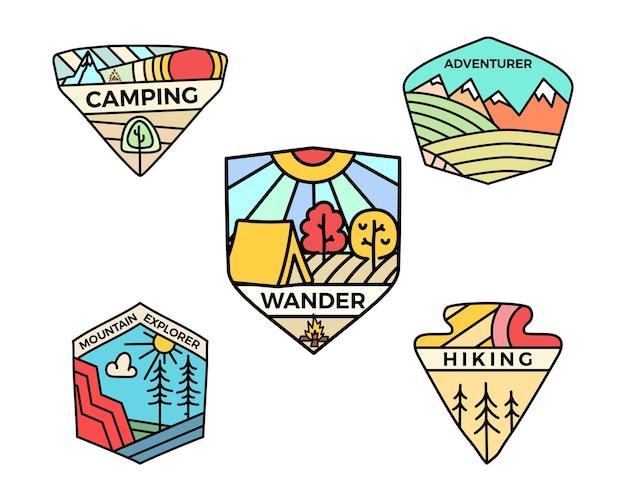 Ensemble de logos de badges d'aventure de camping, emblèmes de voyage d'été vintage. vecteur