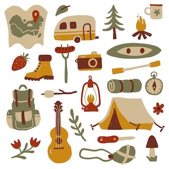 Ensemble de matériel de tourisme et de camping dessinés à la main.
