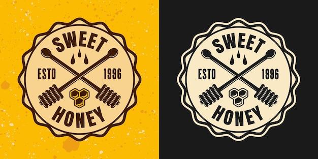 Ensemble de miel de deux styles vectoriels emblème, insigne, étiquette ou logo sur fond jaune et foncé
