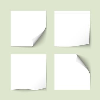 Ensemble de notes autocollantes blanches avec des ombres