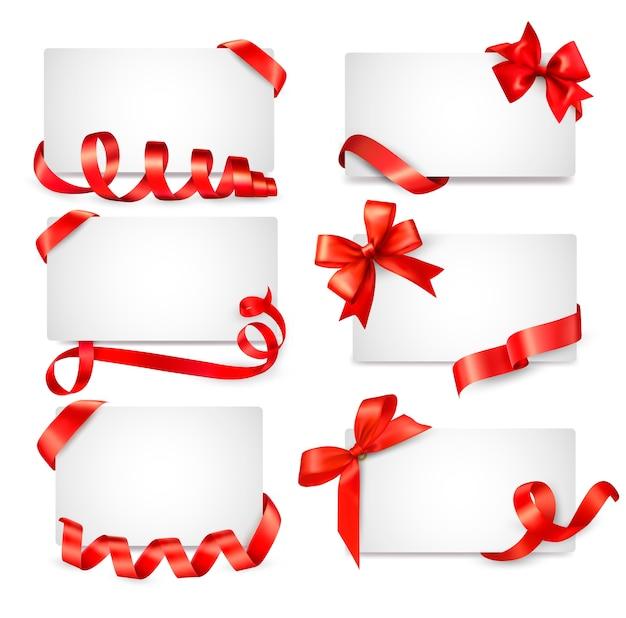 Ensemble de notes de carte avec des arcs de cadeau rouge avec des rubans