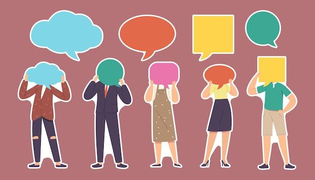 Ensemble de personnages d'autocollants avec des bulles de discours fait face à des patchs isolés. jeunes hommes et femmes avec des têtes de nuages de dialogue