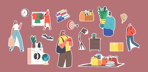 Ensemble de personnages d'autocollants visitant le marché aux puces, shopping de choses antiques. vente de garage, bazar rétro avec des objets anciens, les acheteurs achètent des vêtements, des livres et des meubles. illustration vectorielle de gens de dessin animé