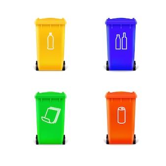 Ensemble de poubelles multicolores pour les déchets séparés.