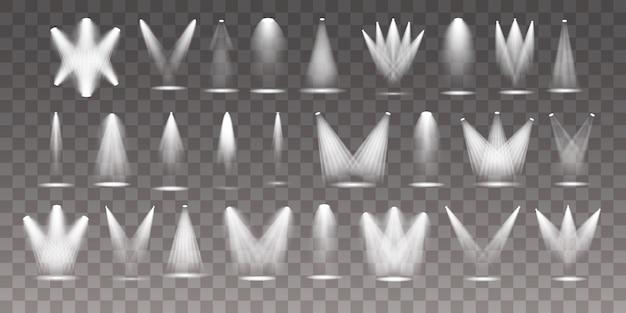 Un ensemble de projecteurs blancs brille sur la scène