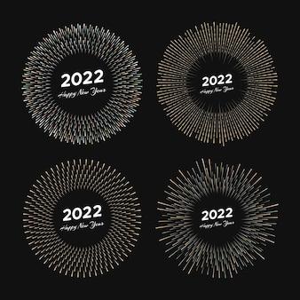 Ensemble de quatre feux d'artifice avec inscription 2022 et bonne année. explosion avec carte de noël de rayons de ligne isolée sur fond noir. illustration vectorielle
