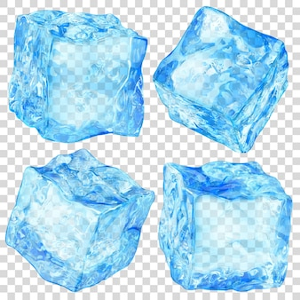 Ensemble de quatre glaçons translucides réalistes de couleur bleu clair sur transparent