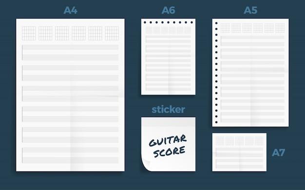 Ensemble de quatre séries de partitions pour guitare vierge froissées papier format a