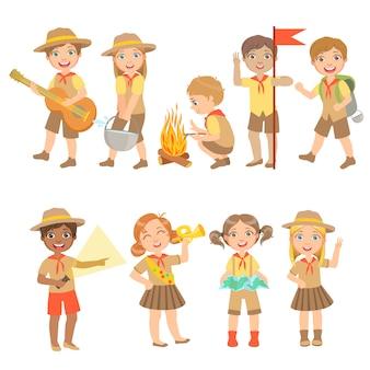Ensemble de randonnée pour enfants scouts