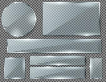 Ensemble réaliste de plaques de verre transparent, cadres brillants vides isolés sur fond.