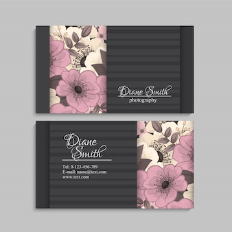 Ensemble de recto et verso de la carte de visite avec des fleurs
