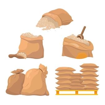 Ensemble de sacs et sacs pleins de grains de riz