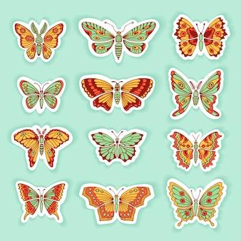 Ensemble de silhouettes isolées décoratives de papillons en vecteur.
