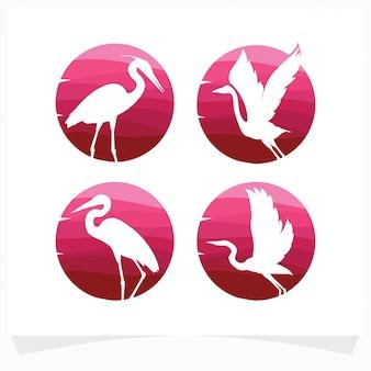 Ensemble de silhouettes d'oiseaux contre cercle dégradé