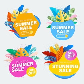 Ensemble de soldes d'été et discount autocollants colorés avec des feuilles tropicales