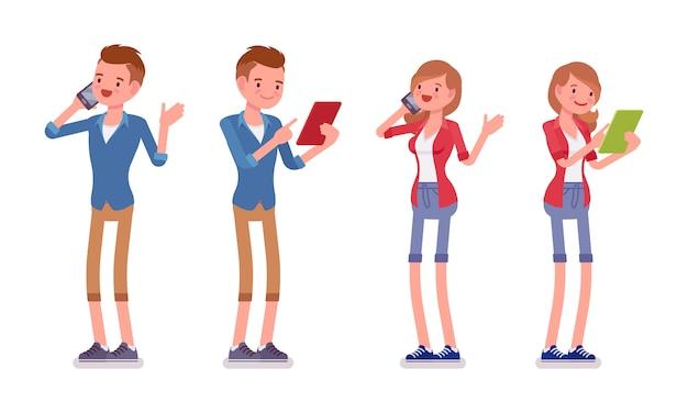 Ensemble de standing millénaire masculin et féminin avec des gadgets