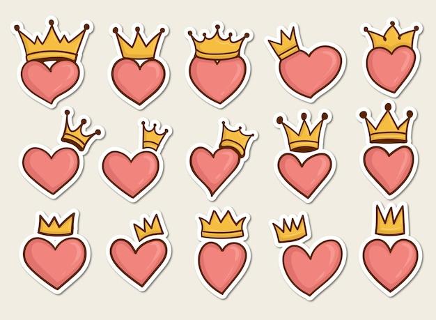 Ensemble de symbole de coeur coloré dessiné à la main avec une couronne dessus