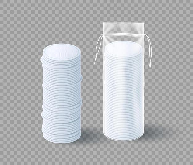 Ensemble de tampons en coton réalistes. disques souples de maquillage pour le démaquillage dans un emballage et une pile en plastique transparent, concept d'hygiène du visage et de soins infirmiers. illustration vectorielle 3d