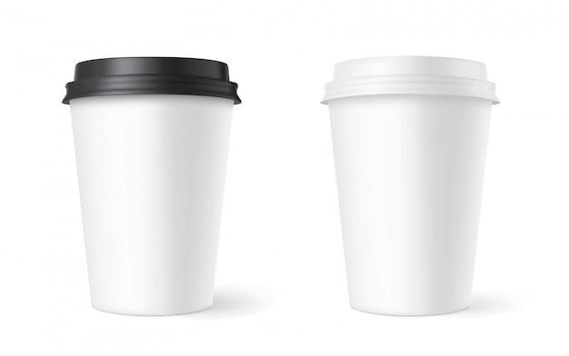 Ensemble de tasses à café en papier réalistes sur blanc. 3d.