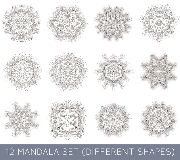 Ensemble de tatouage de méditation fractal ethnique mandala ressemble à un flocon de neige ou un motif aztèque maya ou une fleur trop isolée sur blanc
