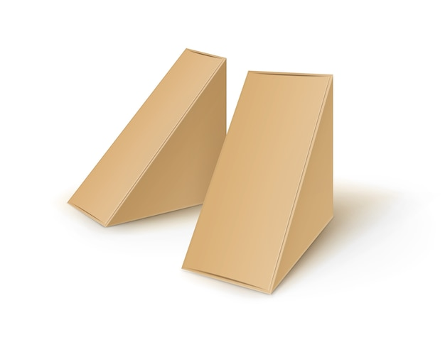 Ensemble de triangle en carton blanc brun à emporter boîtes d'emballage pour sandwich, nourriture, cadeau, autres produits maquette gros plan isolé sur fond blanc