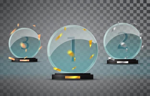 Ensemble de trophées en verre isolé sur fond transparent avec les confettis qui tombent. première, deuxième et troisième place.