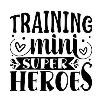 Entraînement de mini super héros lettrage à la main design vectoriel premium