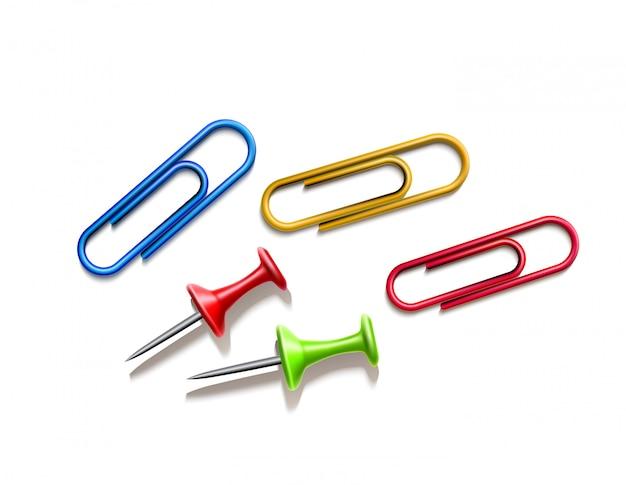 Épingles réalistes et ensemble de trombones colorés. fournitures de bureau
