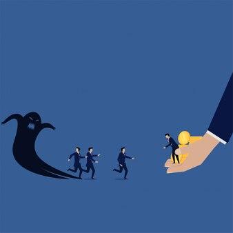 L'équipe des activités commerciales craint l'ombre à l'homme d'affaires pour obtenir de l'argent.