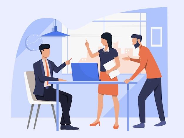 Équipe commerciale discutant du projet