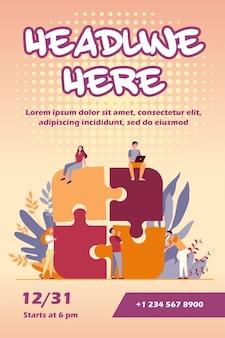Équipe commerciale mettant en place un modèle de flyer de puzzle