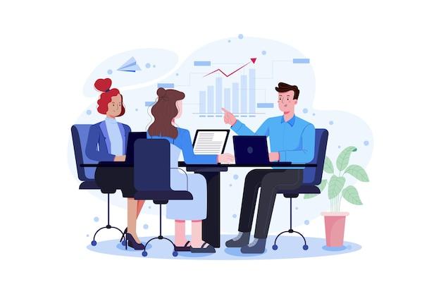 Équipe commerciale travaillant ensemble au grand bureau à l'aide d'un ordinateur portable