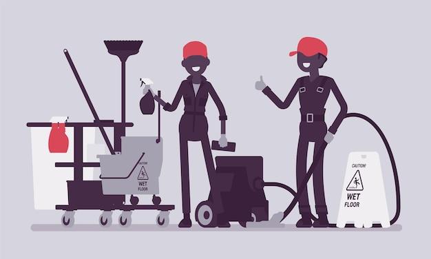 Équipe de concierges travaillant avec des outils professionnels