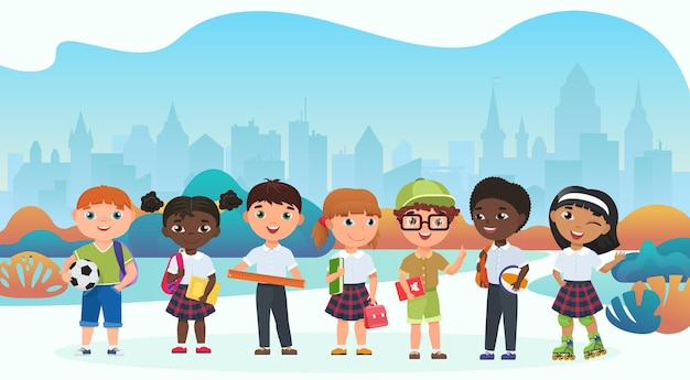 Équipe d'écoliers, élèves en uniforme en fond de parc public de la ville
